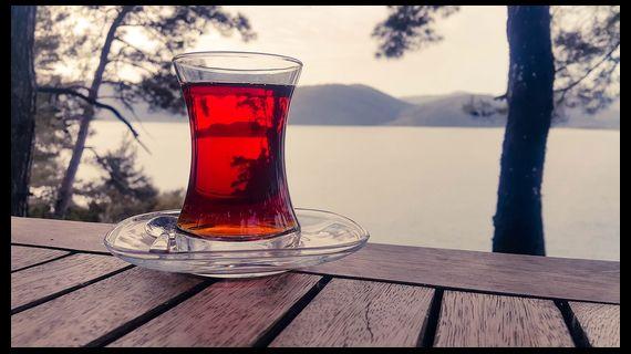 стакана черного чая