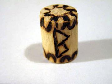 Руна Беркана из дерева