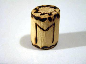 Руна Эваз сделана из дерева