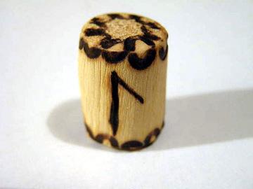 Руна Лагуз из дерева