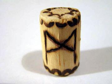 Руна Манназ из дерева