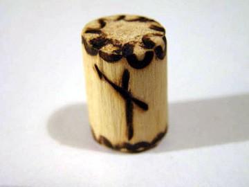 Руна Наутиз из дерева