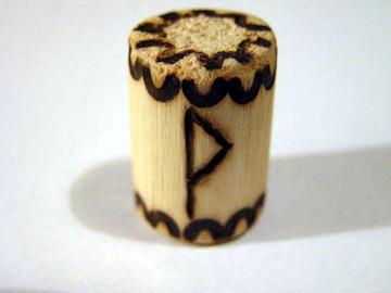 Руна Вуньо из дерева
